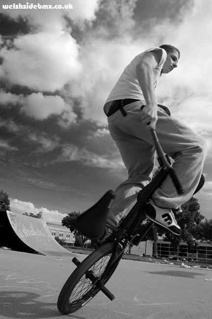 Matti Hemmings riding flatland at LSP, Llanishen Skatepark, Cardiff