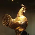 平和の間の黄金のニワトリ。首を取り外してワインを入れられるようになっているらしいです