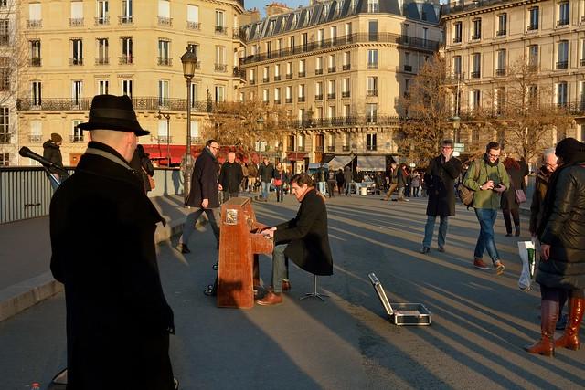 Paris  Pont Saint-Louis /  Pianist  Jean-Baptiste FRANC - Daniel Sidney Bechet Jazz Group