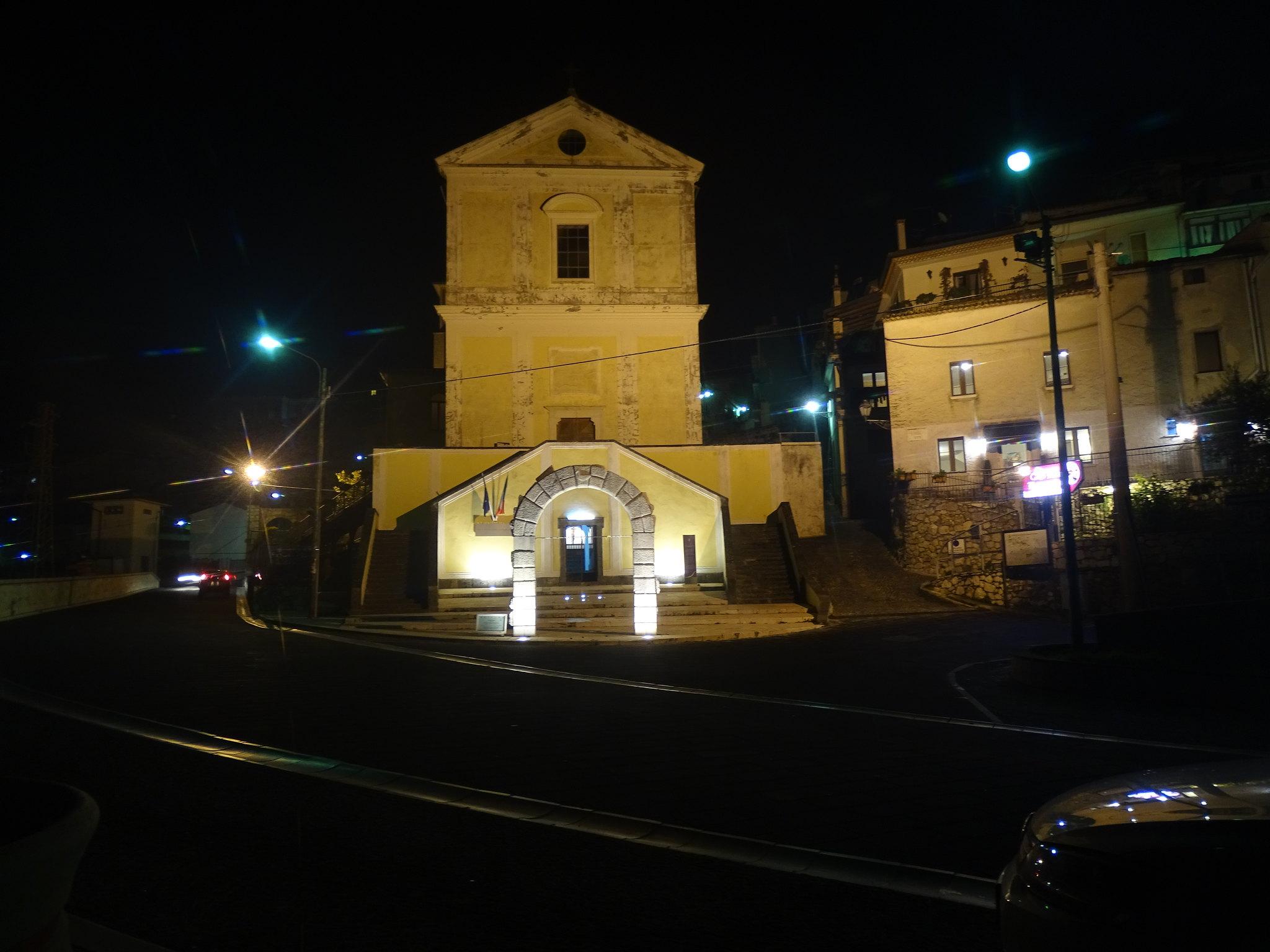 Chiesa della SS Annunziata e Sacrario dei trecento di Pisacane.
