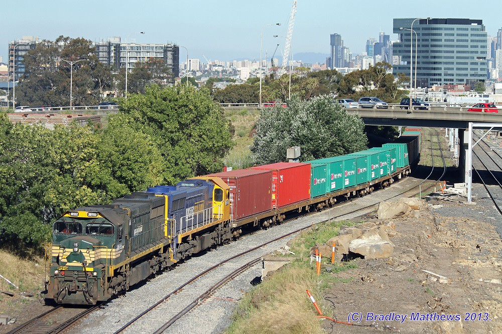 XR552 (FA)-XR550 (PN) with early departure #9305 down Tocumwal freight at West Footscray (17/12/2013) by Bradley Matthews