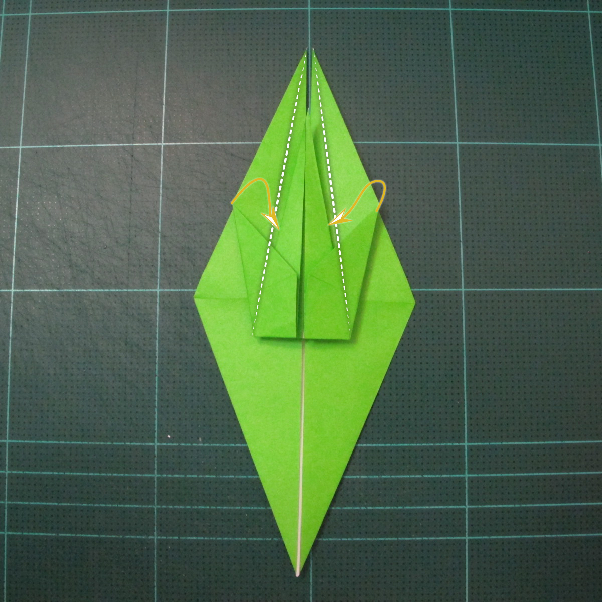 วิธีพับกระดาษเป็นรูปหอยทาก (origami Snail) 010