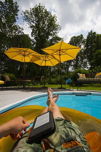 summer vacation house home canon peace random calming peaceful calm lazy stephenking lazydays coolingoff firstpersonview 2013 floatinginapool readingakindle