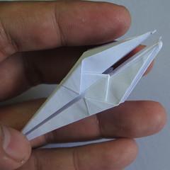 วิธีพับกระดาษเป็นรูปดอกลิลลี่ 021