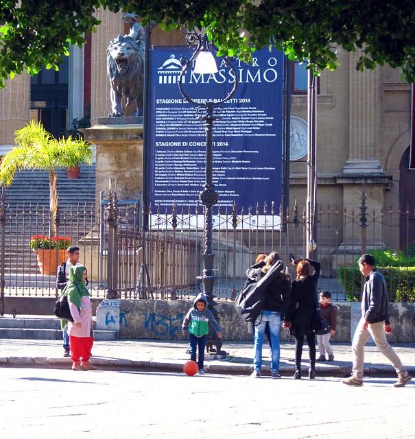 IMG_1806  - street photo a palermo - teatro massimo