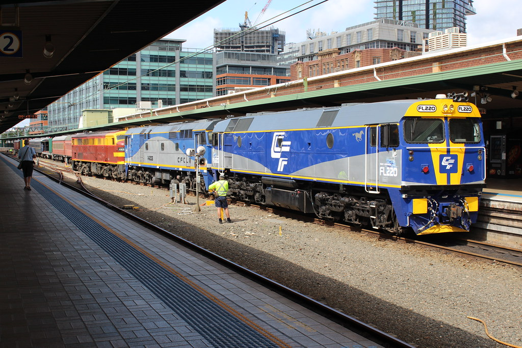 FL220,44208 & 4403 at Central by LC1073