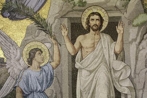 Christ Rises Triumphant