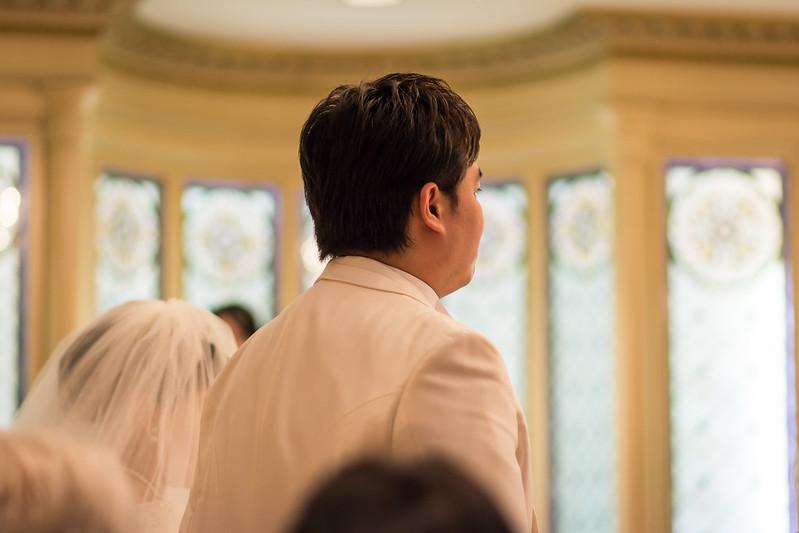 中望遠単焦点で結婚式の入場シーンを撮る