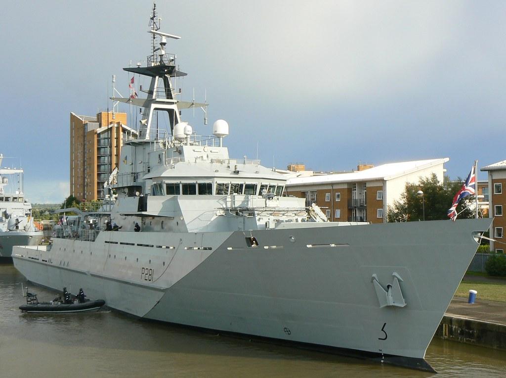 HMS Tyne P281 (3) @ KGV Lock 08-09-13