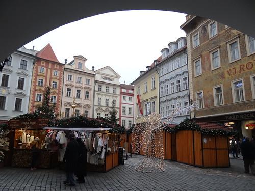 Wunderschönes Prag da ist ein Flüstern, ist ein Kosen, das ist der Liebe süße Macht und überall sind auch die Rosen im grünen Strauch schon aufgewacht und sollte meine Tat es sprechen, wie du mir lieb bist, du allein, ich müßte alle, alle brechen und dir sie vor die Füße streun 01062
