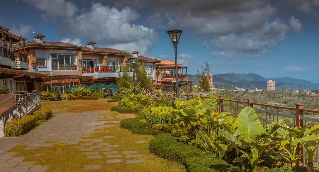 The Vineyard Shopping Village at Twin Lakes, Tagaytay, Phi…   Flickr