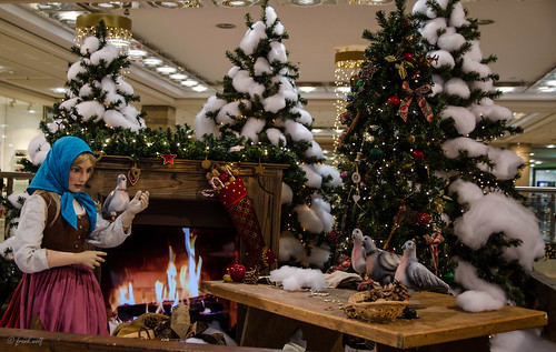 Märchengeschichten im weihnachtlichen Isenburg Zentrum