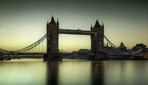londra london england tower bridge towerbridge sunrise dawn cityscape city sun tamigi riverthames thames river phaseone phaseonep40 hasselblad hasselbladcarlzeissdistagon30mmf35