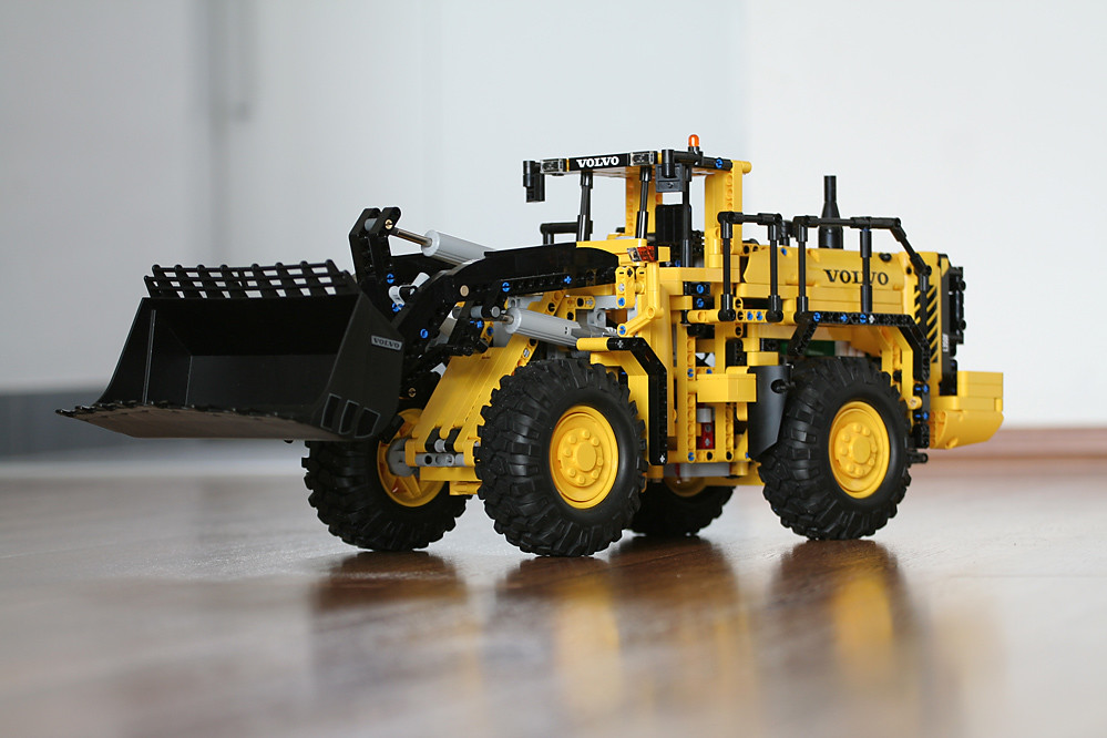 Verwonderlijk LEGO Technic 42030 - Volvo L350F Wheel Loader | with Rock Cr… | Flickr VL-25
