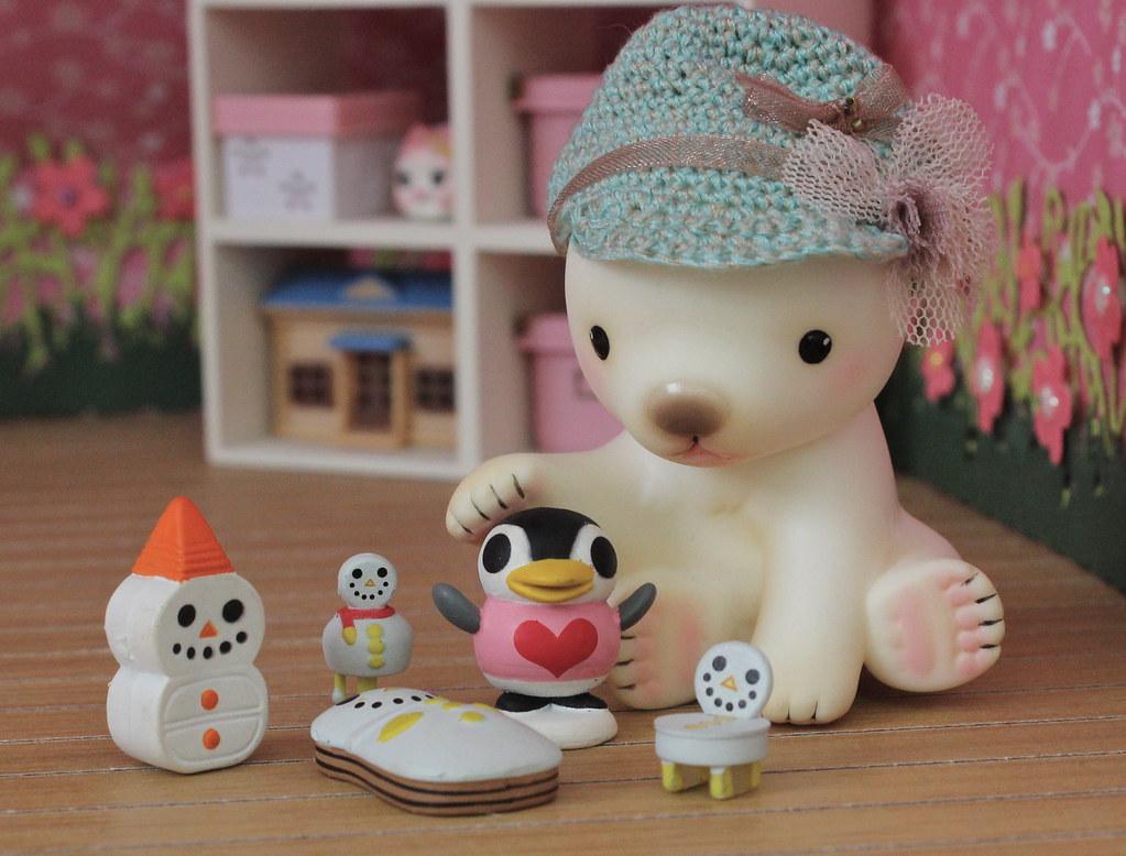 Snowy Friends | Aww! A cute little scene of snow ...