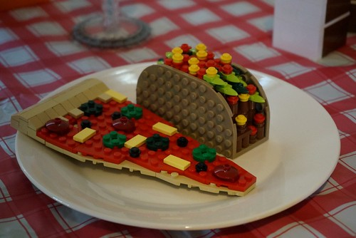 Lego picnic - pizza and tacos