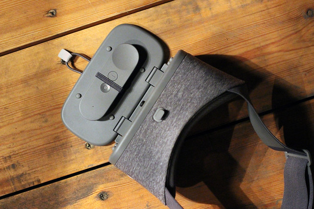 Daydream View VR Headseet Made By Google