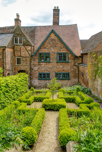 The period style garden behind the 17th century Merchant's House in Marlborough, Wiltshire | by Anguskirk