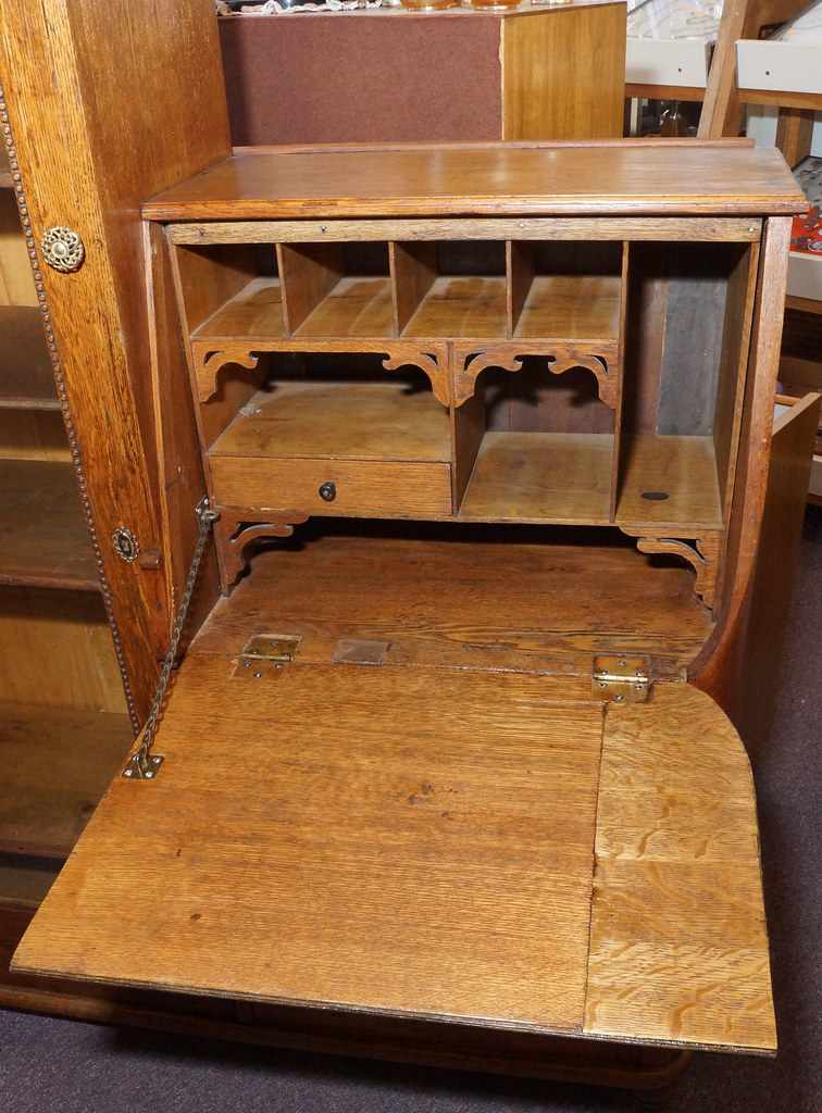 CH0072 Antique Oak Secretary DSC01378