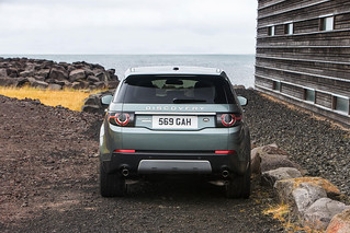 Land-Rover-Discovery-Sport-2014-24