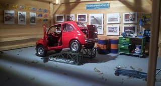 1:18 Fiat 500L red wire wheel hubs   by www.MODELCARWORKSHOP.nl