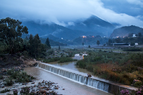 chiffa blida algeria algérie fleuve oued pluie nuage river rain clouds mountains