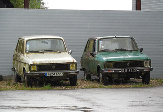 Renault 6 x2   by Spottedlaurel