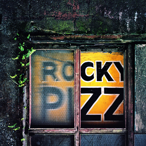street usa film broken window washington back alley pacific northwest kodak rocky pizza hasselblad aberdeen alleyway 400 28 80 portra 80mm 503cx