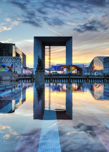 sunset paris france fountain reflections mirror colorful sunsetlight ladéfense grandearche
