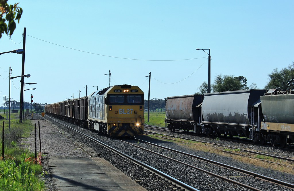 BL27 arrives into Murtoa from the Hopetoun branch line by bukk05