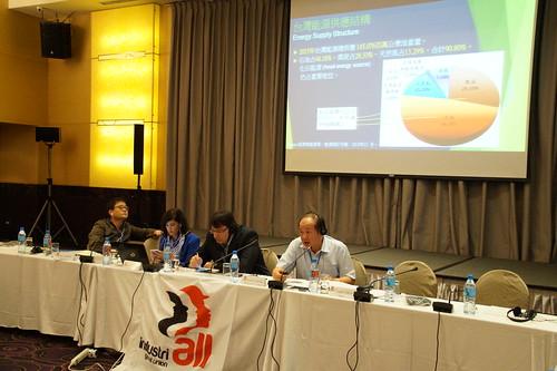 圖03莊理事長簡報「台灣能源產業與工會挑戰」