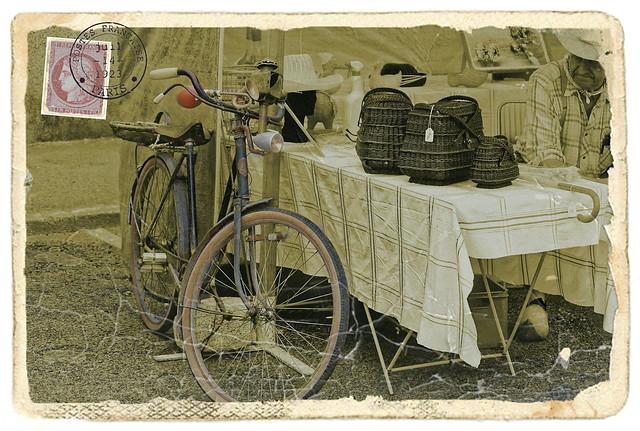Le marchand de paniers... photo prise sur un marché de Vendée en 2016 , mais  j'aurais pu la prendre il y a 50 ans