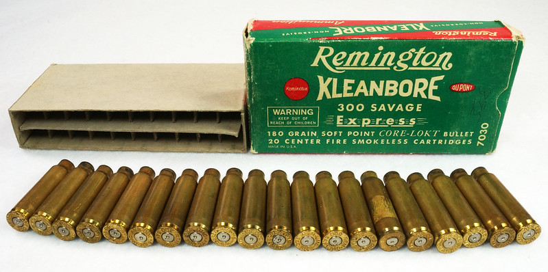 RD14570 Vintage Remington Kleanbore 300 Savage Express 180 Gr. Soft Point Ammo Box with 20 Empty Brass Casings DSC07007