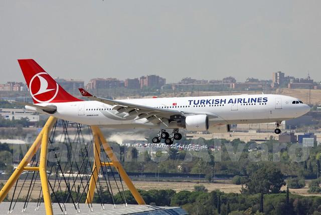 Airbus A330-223 (TC-JIS) 13.9.2014