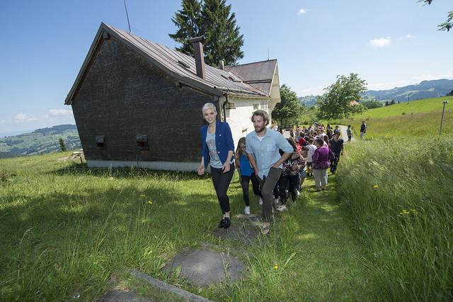 Dorfrundgang mit Dominique Rinderknecht_IMAGEdifferent-Andreas Butz_21