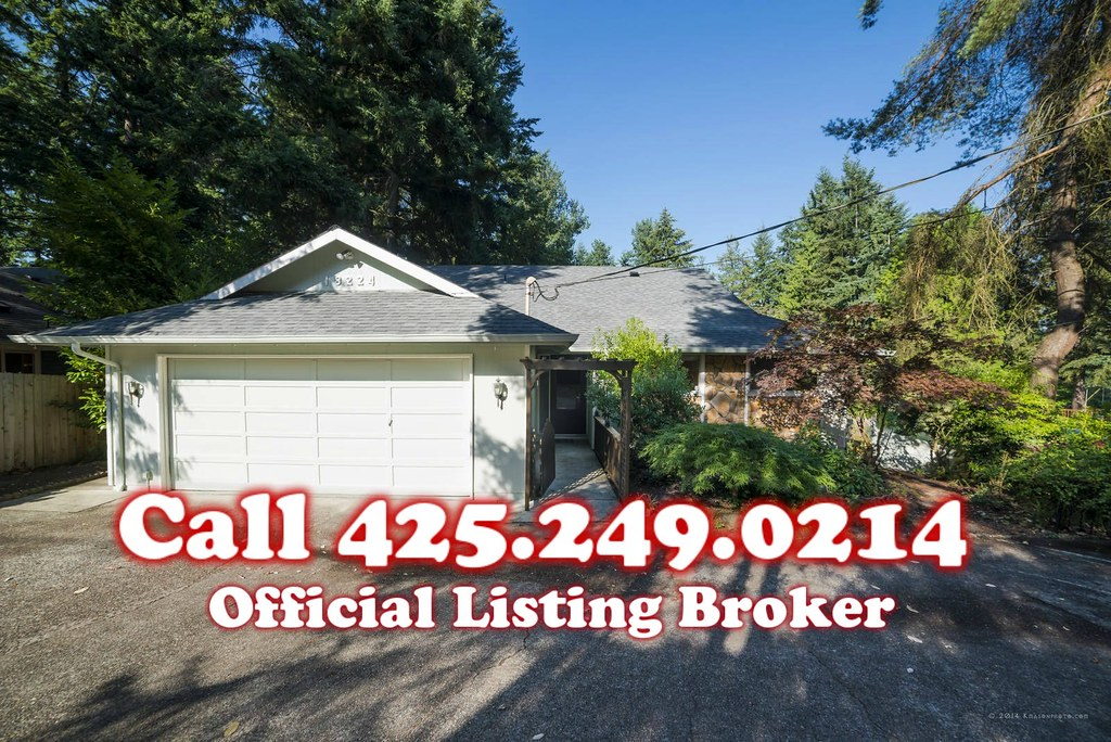 *UPDATED* (NEW ROOF, EXT. PAINT) Lake Forest Park Rambler ...