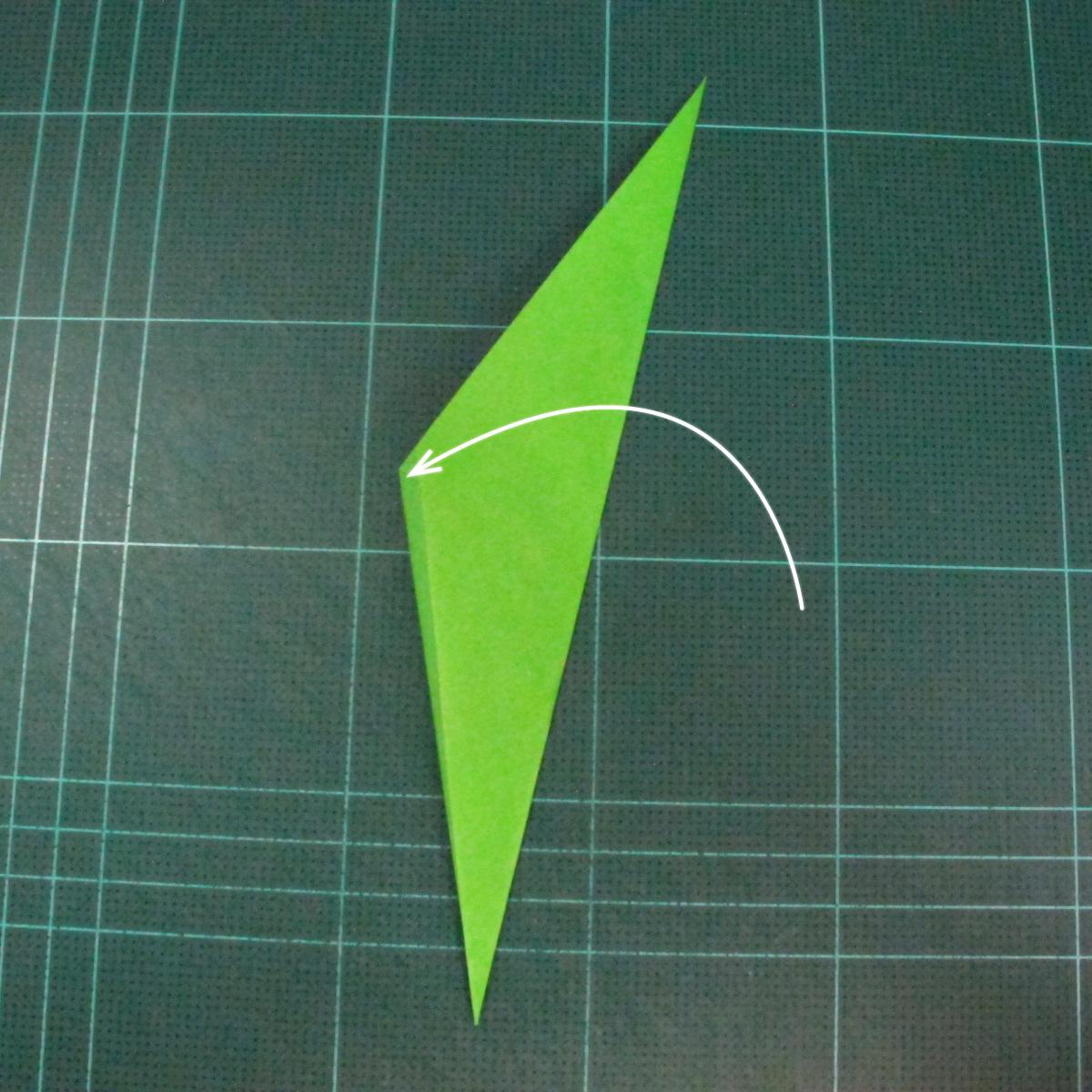 วิธีพับกระดาษเป็นช่อดอกไม้ติดอกเสื้อ (Origami Wedding Chest Flower) 028