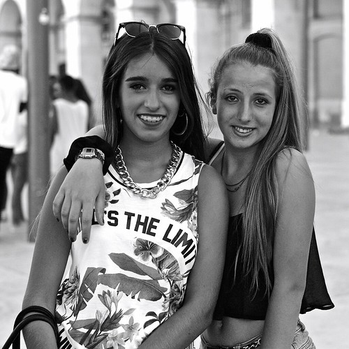 Two girls friends on holidays   by pedrosimoes7