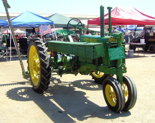 Unstyled 1936 John Deere 'B' owned by Oscar Watte of Los Alamitos