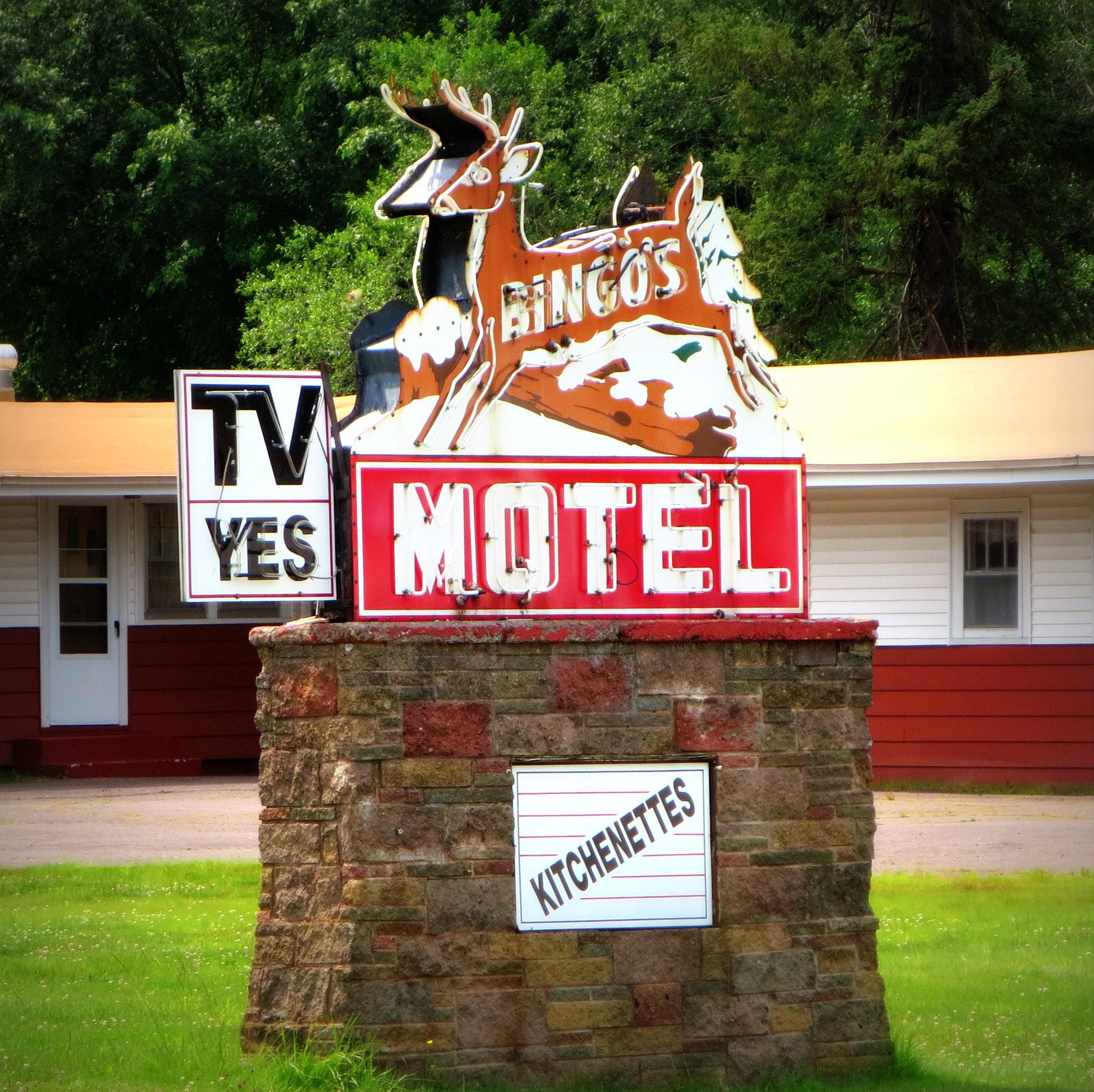 Bingo's Motel - 180 M-28, Wakefield, Michigan U.S.A. - July 18, 2014