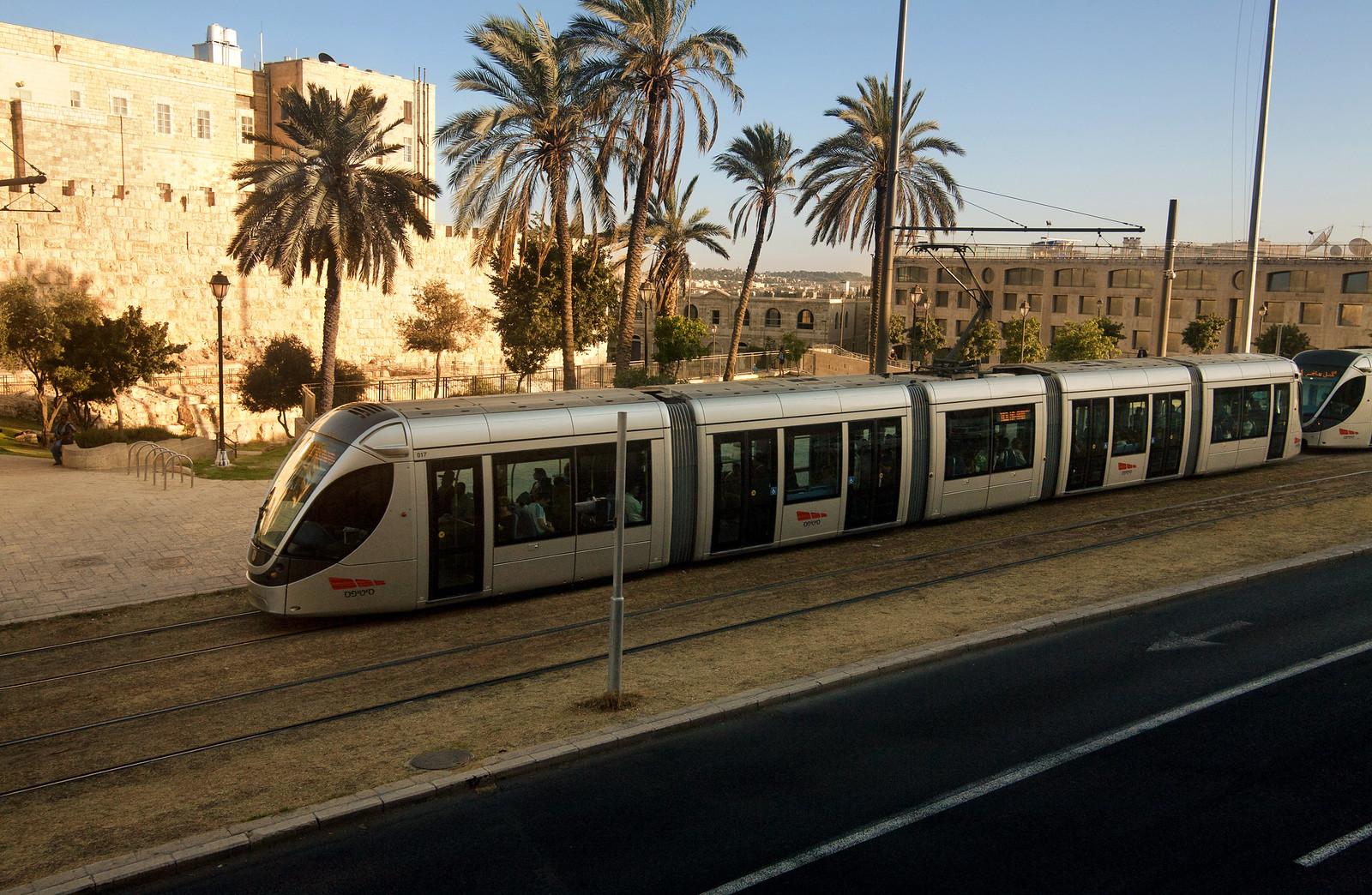 Jerusalem_light train_1_Noam Chen_IMOT