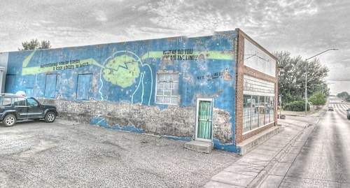 trek graffiti google wyoming hdr highdynamicrange streetview panamerican gillette wy photomatix gsv secondhandsmoke googlestreetview wedrawtheline