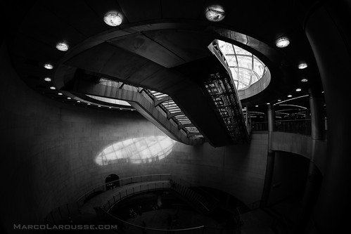 Spaceship hiding in a Paris metro station - Fuji X-Pro 1 | by HamburgCam