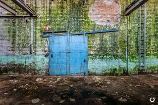 On n'est jamais du bon côté d'une porte fermée | by thomascaryn.com