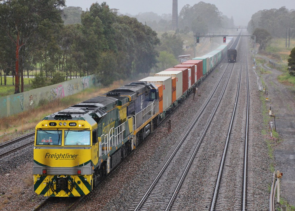CF4408 and CF4402 ease downgrade on 1581 cotton train to Wee Waa at Metford by bukk05