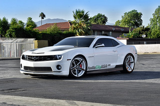 "20"" STR 607 black, and white wheels on 2011 Chevy Camaro SS 