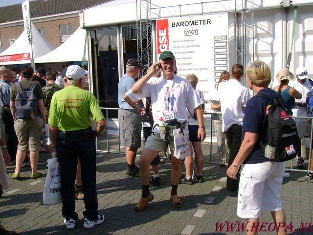 2007-07-16 Startbewijs op halen en vlaggen parade. (8)