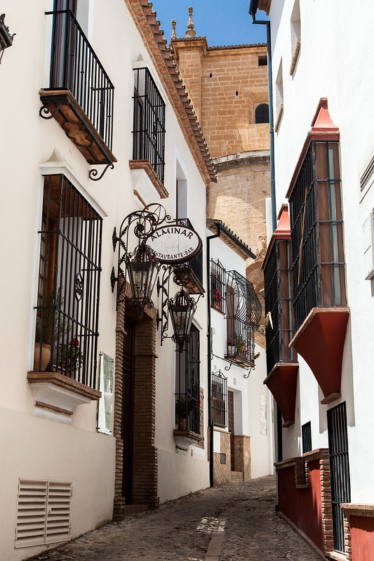 https://www.twin-loc.fr Ruelle dans Ronda, Espagne - Small road in Ronda, Spain - Image Picture Photography