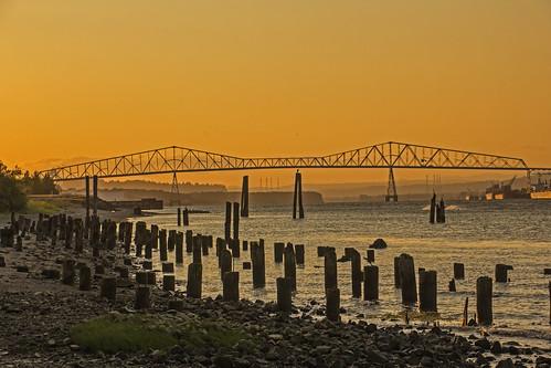 sunset columbiariver pilings lewisandclarkbridge rainieroregon