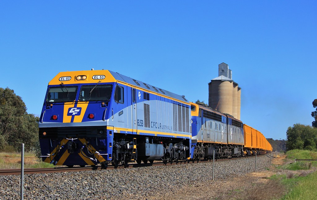 EL53 S300 and S311 crest the top of Wail bank moments after departing Dimboola by bukk05